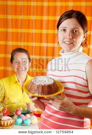 Mujeres preparan para Semana Santa