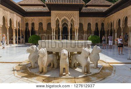Pati De Los Leones Alhambra