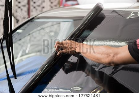 Car window tinting series : Window film installation