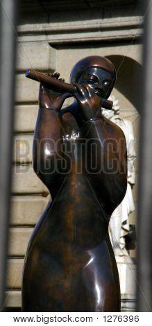 Bronze piper