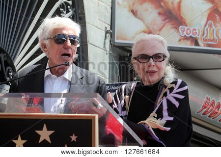 LOS ANGELES - APR 28:  Dick Van Dyke, Barbara Bain at the Bairbara Bain Hollywood Walk of Fame Star Ceremony at the Hollywood Walk of Fame on April 28, 2016 in Los Angeles, CA