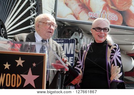 LOS ANGELES - APR 28:  Ed Asner, Barbara Bain at the Bairbara Bain Hollywood Walk of Fame Star Ceremony at the Hollywood Walk of Fame on April 28, 2016 in Los Angeles, CA