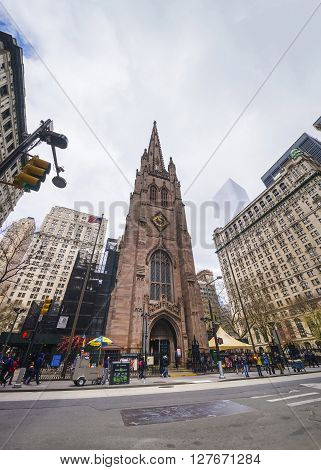 Trinity Church In Manhattan And Street With Tourists