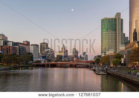 Kings Bridge And Melbourne Cityscape