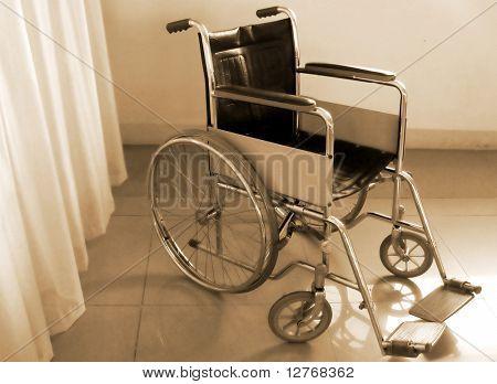 Rollstuhl in sepia