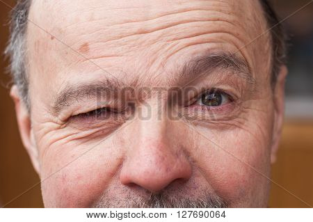 Elderly man with a doubt looking away