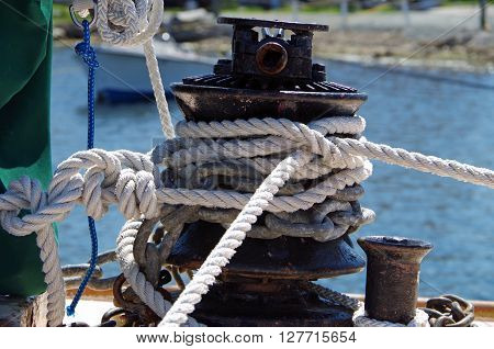 Mooring bollard with knotted ropes on pier
