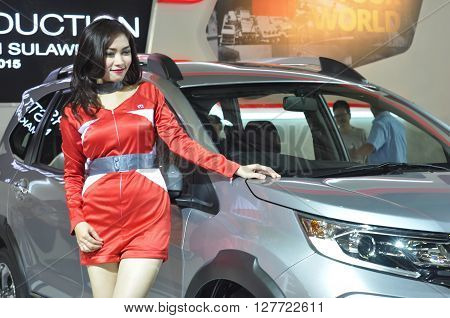MAKASSAR, INDONESIA - CIRCA OCTOBER 2015: Indonesian female model stands beside a brand new Honda BR-V car during an automotive show in Makassar, Indonesia circa October 2015.