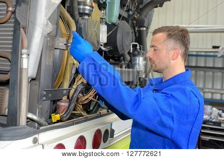 fixing heavy vehicle's engine