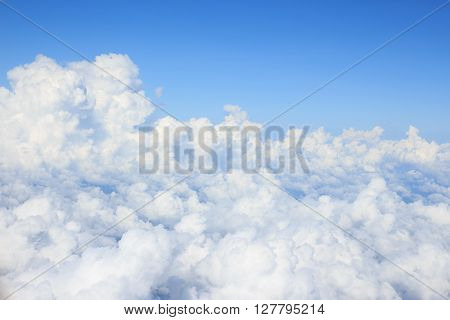 white cumulus clould and cloudscape on blue sky horizon background