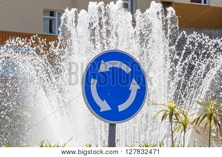 Roundabout traffic sign. Curved circle arrow elements