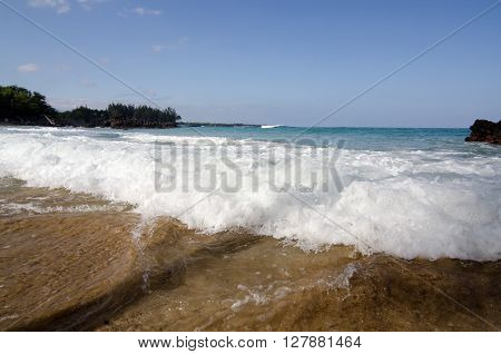 Foamy Surf In A Morning At Puako Beach