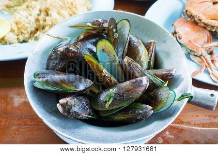 Asian Green Mussel Steam With Sweet Basil