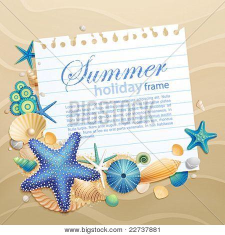 Tarjeta de felicitación con conchas y estrellas de mar sobre fondo de arena. Ilustración del vector.