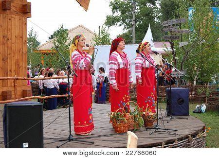Veliki  Sorochintsi Village, Poltava Region, Ukraine - August 20: Ukrainian Folk Group In Traditiona