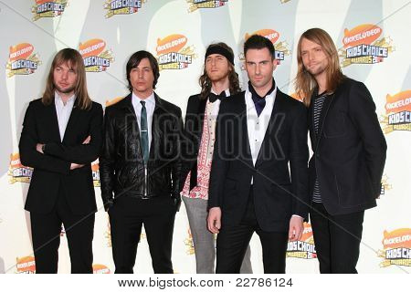 LOS ANGELES - MAR 31: Maroon 5 at the 2007 Kids' Choice Awards at UCLA in Los Angeles, California on March 31, 2007