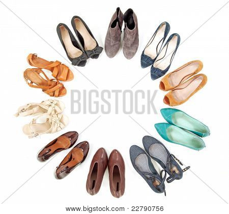 Many pairs of shoes in circle