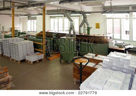 Imprenta (prensa de impresión) - línea de acabado