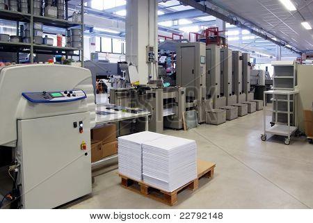Loja de impressão (impressão de imprensa) - linha de acabamento