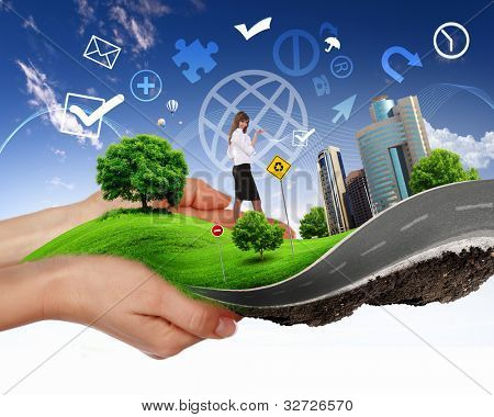 Colagem com uma mão humana segurando uma paisagem verde