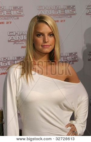 LOS ANGELES - JUN 18: Jessica Simpson at the premiere of 'Charlie's Angels: Full Throttle' on June 18, 2003 in Los Angeles, California