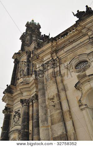 Katholische Kirche und Denkmal für König Johann
