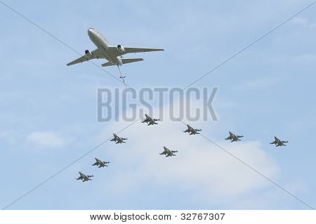 Dc-10 And F16's