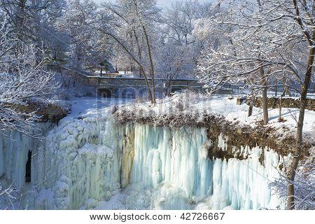 Minnehaha Falls, Footbridge, Winter