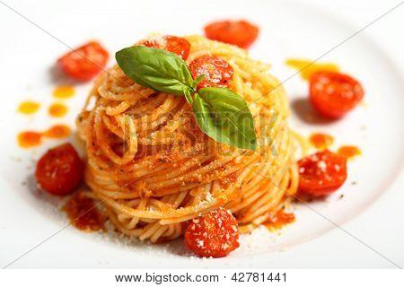 espaguetis pasta italiana con salsa de tomate