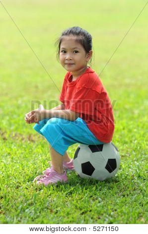 Mädchen und ball