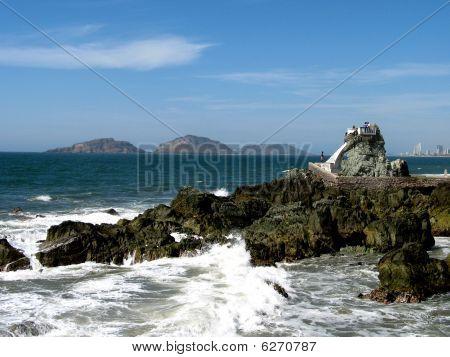 Divers Rock Mazatlan