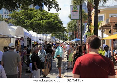 Las Olas Art Fair Crowds