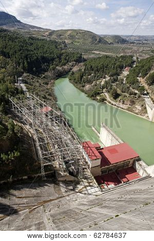 Central hydroelectric power plant of the dam of Iznajar
