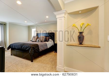 Elegant Bedroom With Arch And Decorated Niche In The Wall