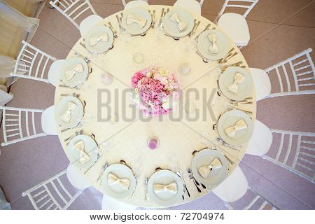 wedding table with pink flowers