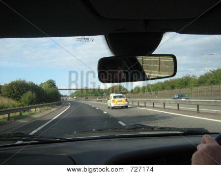 Policía persiguiendo a un coche