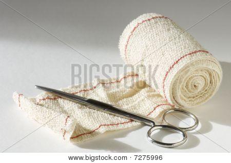 Bandage und Schere