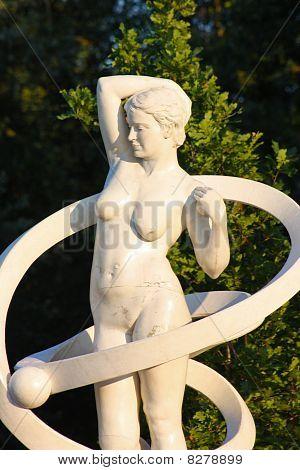 Sculpture of beautiful girl