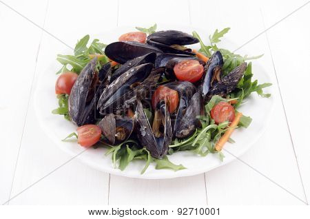 Mussel Salad With Tomatoes, Rucola And Carrot Sticks