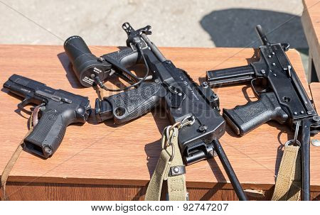 Russian Weapons. Yarygin Pya, Mp-443 Grach  Submachine Gun Pp-2000.  Submachine Gun Kedr