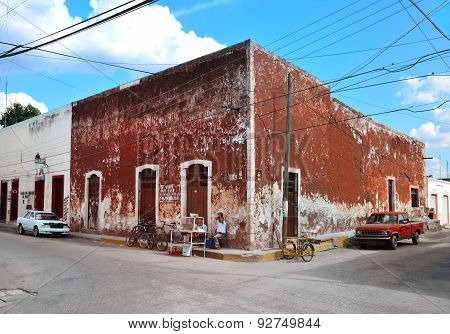 Valladolid, Mexico - Marz 6, 2014: Locals In Front Of Building. Old Part Od The City.