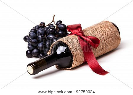 bottle of wine and grape