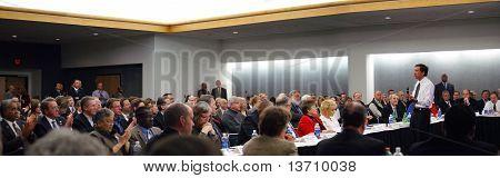 Governador de Ohio John Kasich, em 16 de fevereiro de 2011 panorâmicas de Dayton