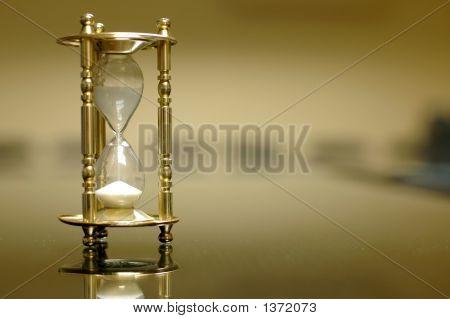 Sand Clock im leeren Raum