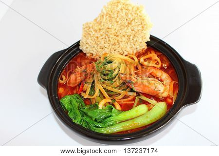 Noodle of shrimp and burnt rice that serving in the restaurant