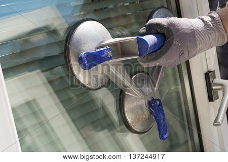Window with a triple suction cup firmly in control