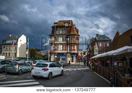 Weekdays tourist town of city Etretat, France