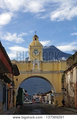 ANTIGUA GUATEMALA GUATEMALA - SEPTEMBER 302015:Santa Catalina Arch on the background of volcano in Antigua Guatemala. Architectural style of the Baroque