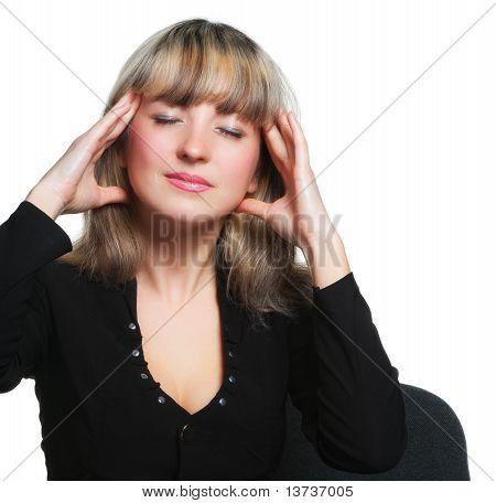 Dolor de cabeza. Cansado de la mujer de negocios en el lugar de trabajo