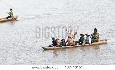 KON TUM, VIETNAM, February 17, 2016 the people Kon Tum countryside, rowing across the river, Dakla, Kon Tum, Central Highlands, Vietnam